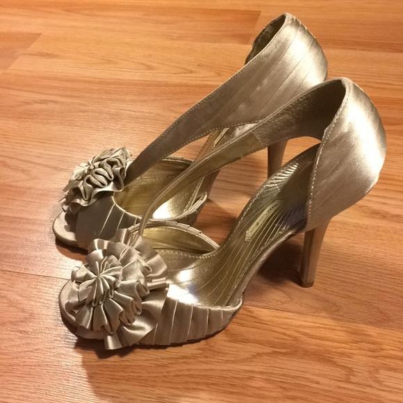 Maxstudio Elba Women Peep-Toe Canvas Cream Heels
